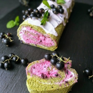 Peppermint & Blackcurrant Cake Roll