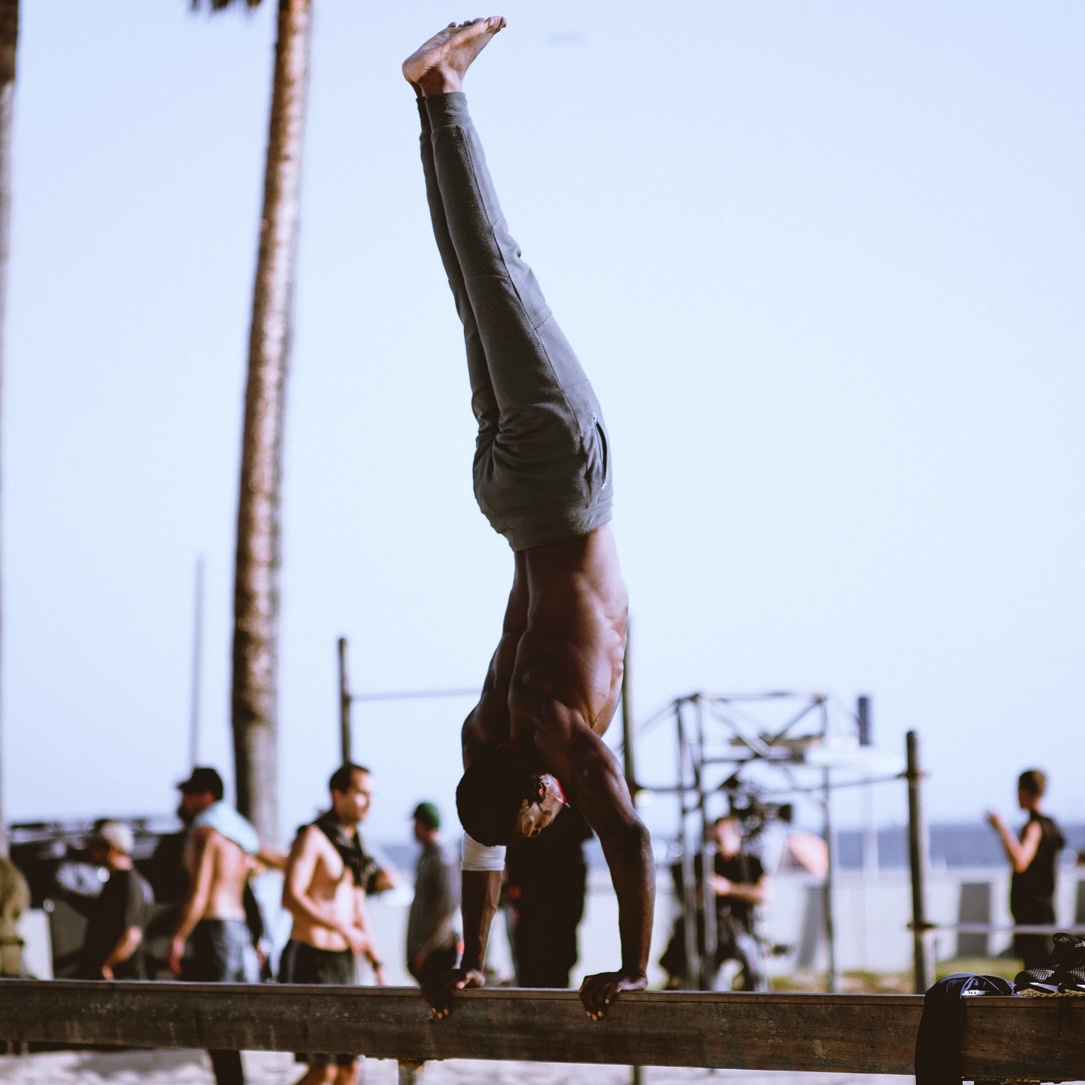 5 Tips How to Do a Handstand & the Benefits