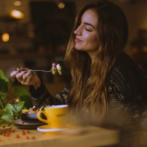10 Easy Tips to Enjoy & Practice Mindful Eating