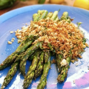 Delicious Roasted Asparagus with Lemon-Basil Crisp