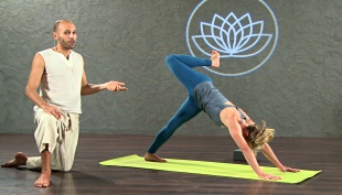 shy sayar  online yoga class instructor profile